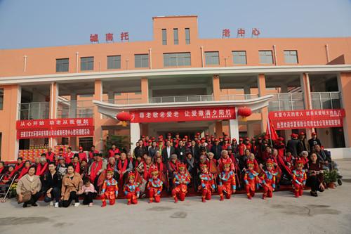 县妇联与县文明办等单位联合开展重阳节敬老爱老活动