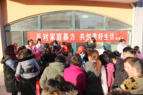 """濉溪县妇联""""反家庭暴力日""""宣传走进乡村"""